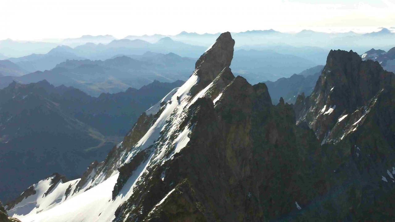 Le Doigt de Dieu vu du sommet de La Meije (3983m)